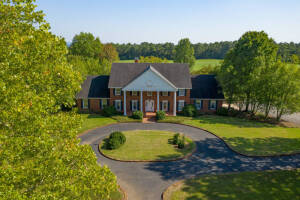 Grand Estate on 40 acres***RESERVE HAS BEEN MET***