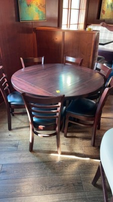 Round Table w/ 6 Chairs